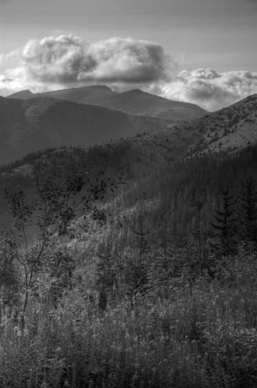 ... Nízké Tatry - Kraj nekonečných horských hřebenů (M. Nevrlý)